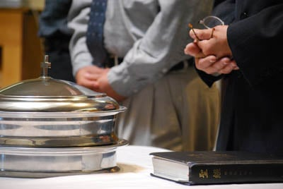 (RNS3-APR17) Members prepare to celebrate Communion at Boulder (Colo.) Chinese Baptist Church, which has taken in several students at nearby University of Colorado. For use with RNS-CHINESE-CONVERTS, transmitted April 17, 2009. Religion News Service photo by Susan Wang.