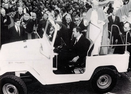 Toyota Land Cruiser in Vatican City at St. Peter's Square (1976 - Copyright L'Osservatore Romano).