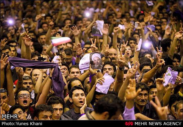 crowds in support of Rouhani
