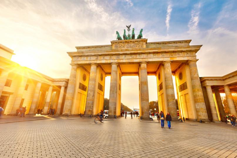 Berlin Wall (Shutterstock)