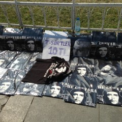 Selling Che T-shirts at Taksim