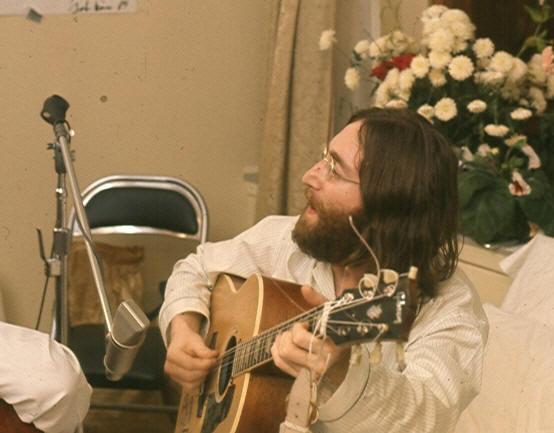 John Lennon Give peace a chance (wikipedia)