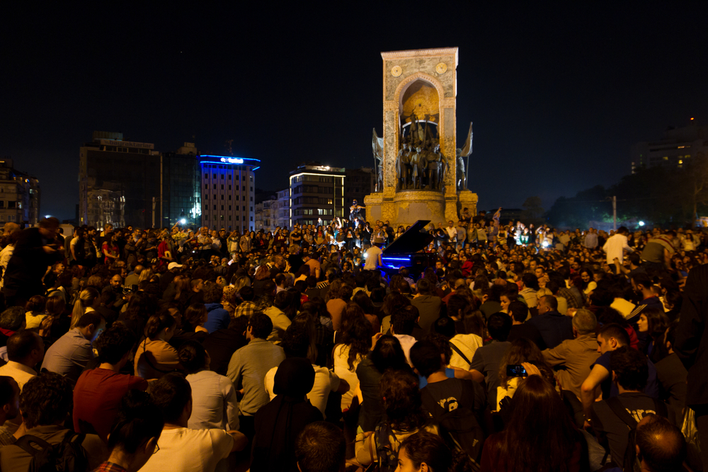 piano concert in middle of Taksim protests