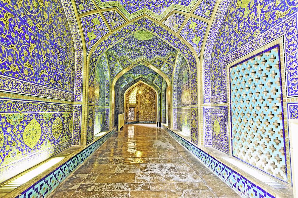 shaykh lotfollah mosque in Esfahan from Shutterstock