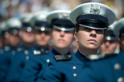 Defense.gov_News_Photo_100526-N-0696M-220_-_U.S._Air_Force_Academy_cadets_listen_as_Chairman_of_the_Joint_Chiefs_of_Staff_Adm._Mik …