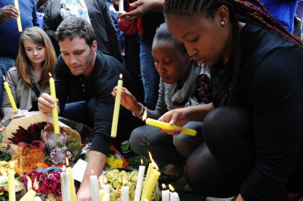 Mourners light candles outside the late Former President Nelson Mandela's Home in Houghton, Johannesburg. (Photo: GCIS)