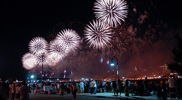 July 4th Macy's fireworks on the Hudson - Image courtesy of John Dalton (http://bit.ly/1qrnKum)