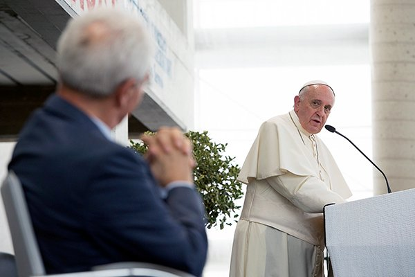 Pope Francis apologizes for persecution of Pentecostals - Religion