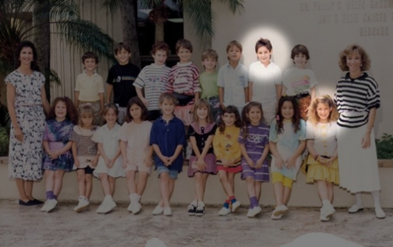 In this first-grade class photo, Steven Sotloff is second from right in the top row, and Jewish Journal reporter Danielle Berrin is at far right in the front row. Photo courtesy of Danielle Berrin, Jewish Journal