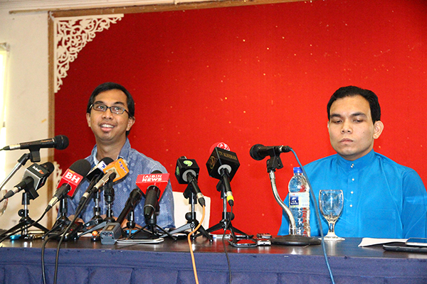Left, Syed Azmi and Syahredzan during Saturday's press conference. Photo courtesy of Koh Jun Lin
