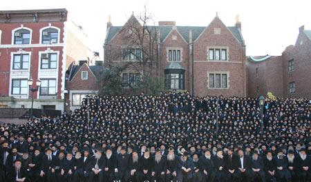 "Group photo of Chabad ""emissaries"" from around the world"