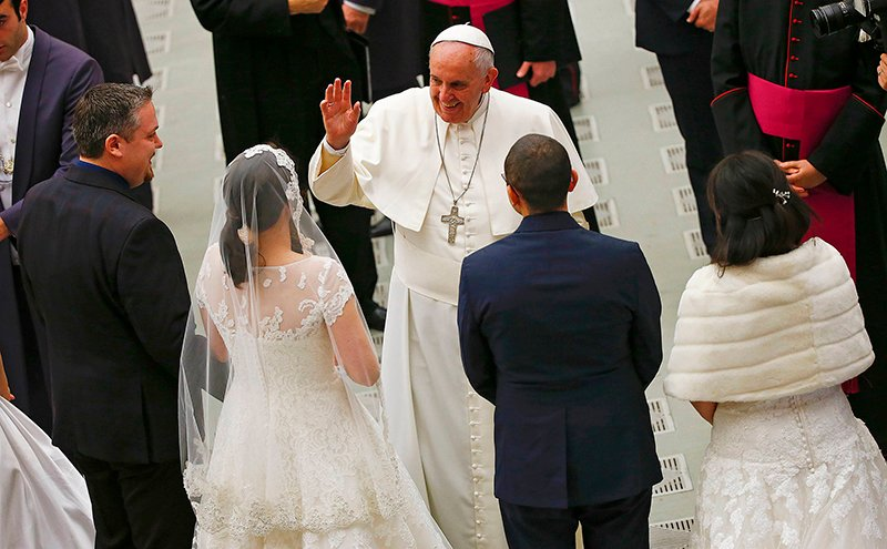 Pope Francis waves to newlywed couples during his Wednesday general audience in Paul VI hall at the Vatican on Wednesday (January 21, 2015). Photo courtesy of REUTERS/Tony Gentile *Note: This photo may only be used with RNS-POPE-FAMILIES, published on January 21, 2015