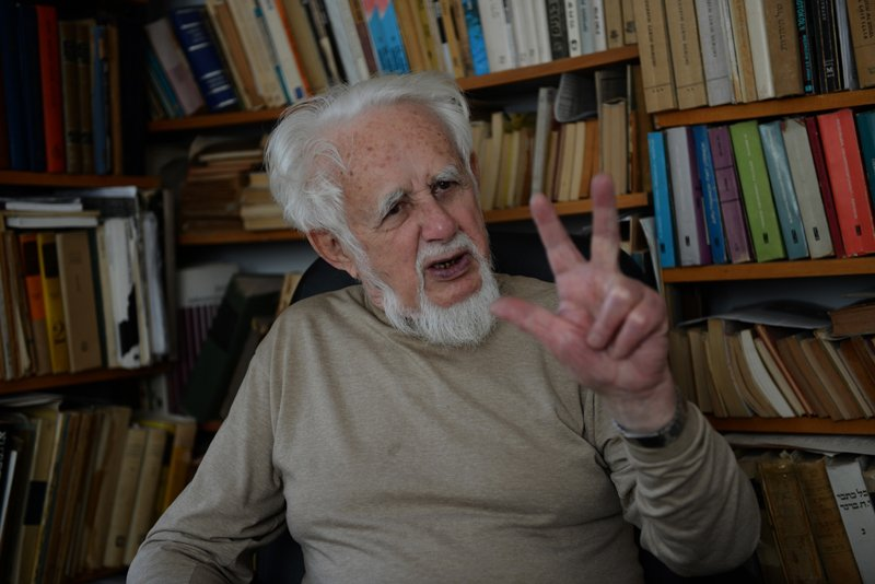 Auschwitz survivor Shalom Lindenbaum, 88, from Przytyk, Poland, discuss his time at the Nazi concentration camp on the 70th anniversary the allied forces liberation in 1945, in his office apartment in Ramat Gan, Israel, on January 21, 2015. Photo by Debbie  Hill, courtesy of USA Today