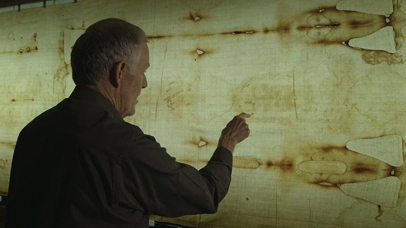 "Dr. John Jackson of the Turin Shroud Centre of Colorado examines the Shroud of Turin in CNN's Original Series ""Finding Jesus."" Photo courtesy of Nutopia/CNN"