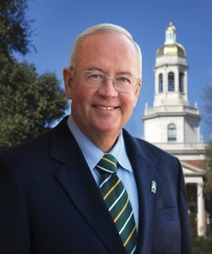 President Judge Kenneth Starr portrait at Founders Mall in front of Pat Neff Hall. Photo courtesy of Robert Rogers/Baylor Marketing and Communications
