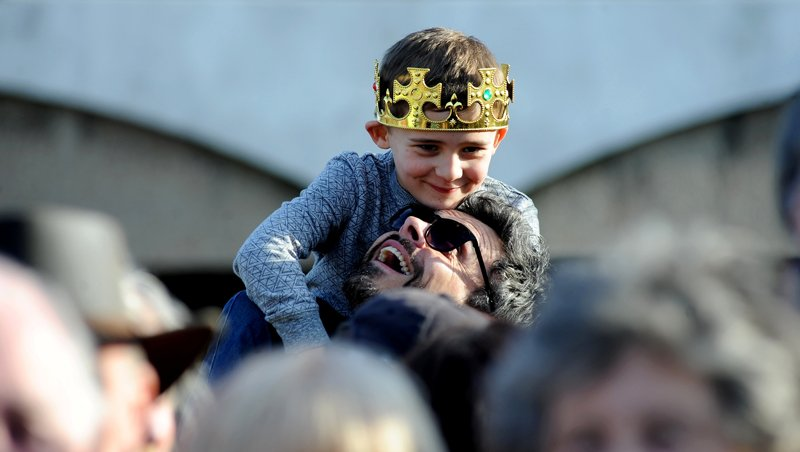A young boy wears a crown during the King Richard III procession at St. Nicholas Church. Photo by Beth Walsh, courtesy of the Diocese of Leicester