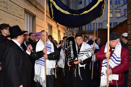 A large procession brought the Torah scroll to the new synagogue. With music and dance, the Cottbus Jewish Community celebrated the official opening. The city's original synagogue was burned to the ground during Kristallnacht in 1938. Photo by Michael Helbig