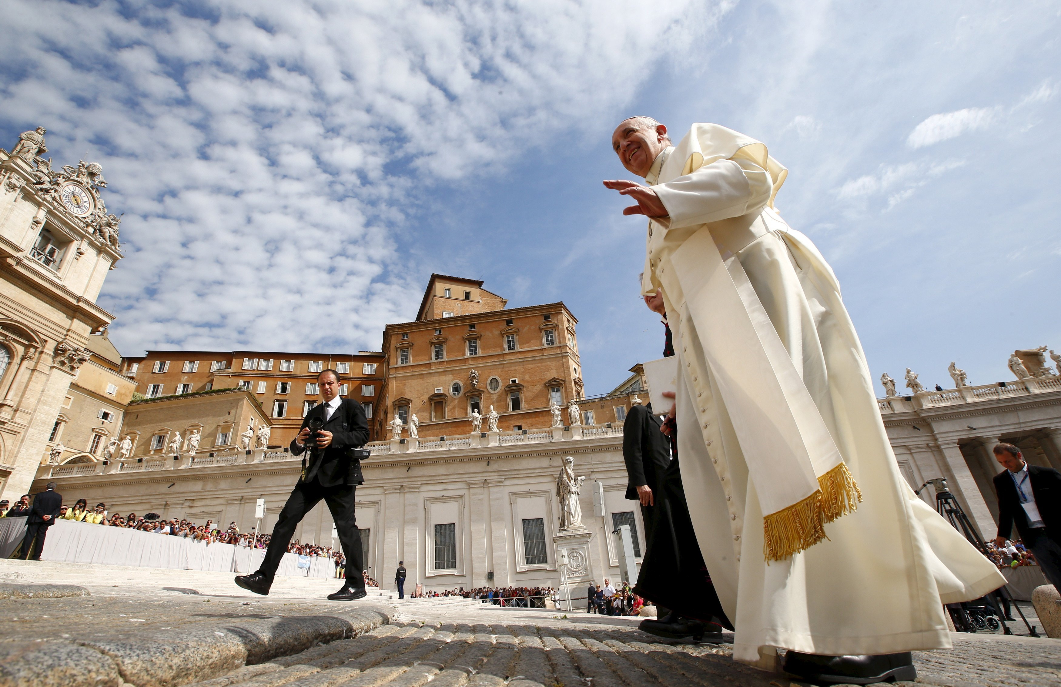 Pope Francis gestures as he arrives to lead his Wednesday general audience in Saint Peter's square at the Vatican May 20, 2015. REUTERS/Tony Gentile - RTX1DQJD