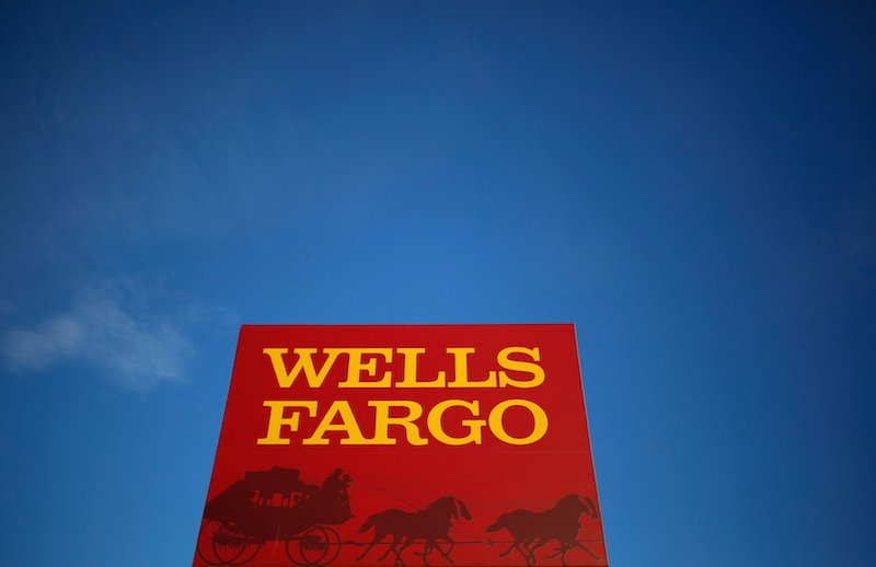 A Wells Fargo branch is seen in the Chicago suburb of Evanston, Illinois, 2015. REUTERS/Jim Young