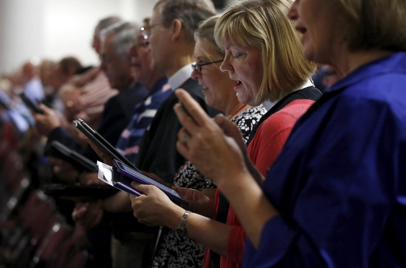 Members sing at a church service during the General Convention of the Episcopal Church in Salt Lake City, Utah on June 28, 2015. Photo courtesy of REUTERS/Jim Urquhart *Editors: This photo may only be republished with RNS-RUSSELL-COLUMN, originally transmitted on July 2, 2015.
