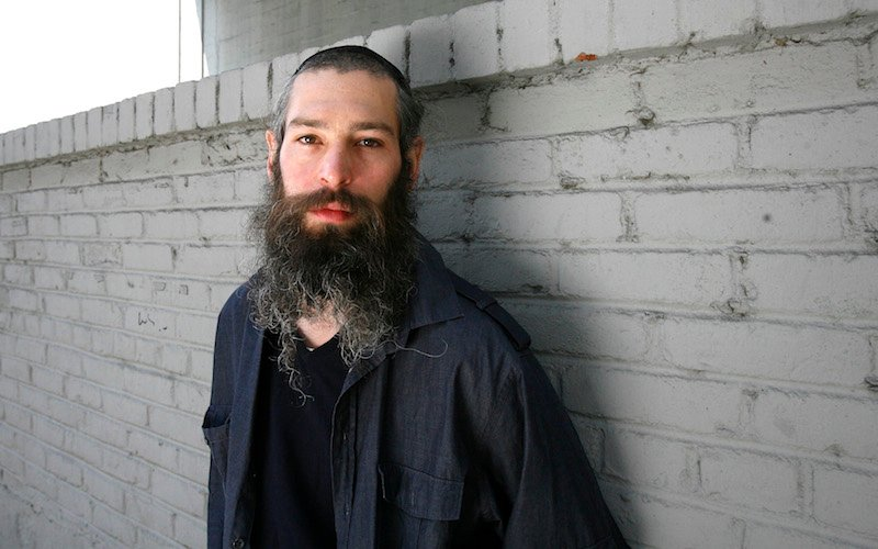 Hasidic Jewish reggae musician Matthew Paul Miller, better known by his Hebrew name Matisyahu, poses for a portrait in Los Angeles June 16, 2009. Photo courtesy REUTERS/Mario Anzuoni