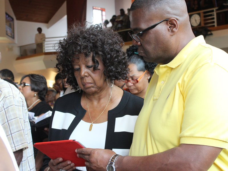 Ozetta Boseman, left, of Fort Washington, Md., reads the Scripture lesson at Alfred Baptist Church in Alexandria, Va., with her nephew, Richard Wair of Falls Church, Va., on July 26, 2015. Religion News Service photo by Adelle M. Banks