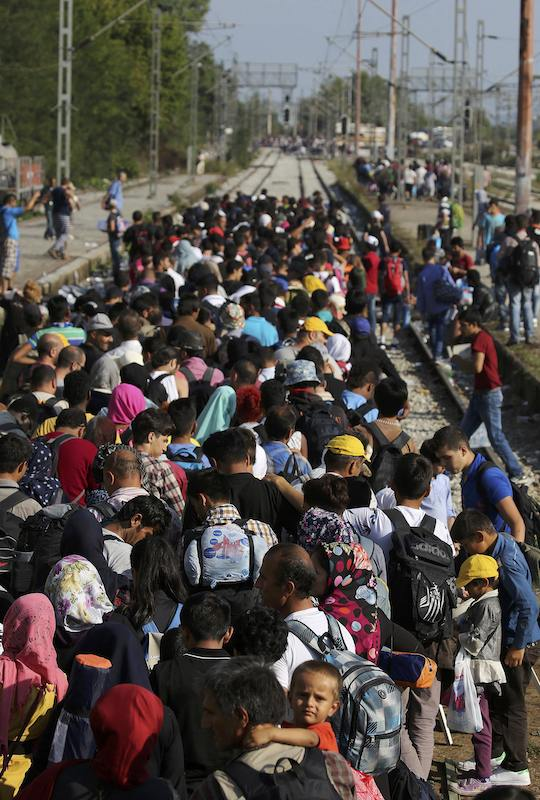 Syrian refugees wait at Idomeni train station at Greece's border with Macedonia, September 11, 2015. Pope Francis wants every parish in Europe to take in one family. REUTERS/Yannis Behrakis