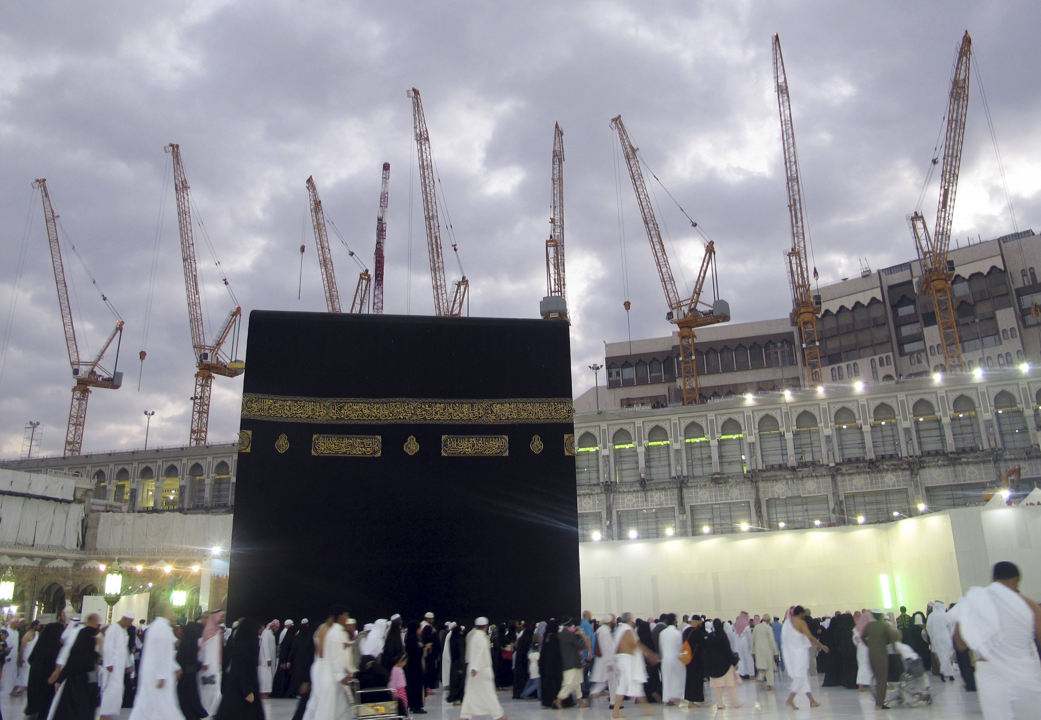 Construction cranes surround the Grand Mosque. One crane crashed into the mosque on September 11, 2015, killing more than 80 people. REUTERS/Amr Abdallah Dalsh/Files