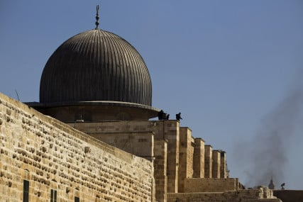 Israeli police officers take positions on the roof of al-Aqsa mosque during clashes with Palestinians in Jerusalem's Old City on September 28, 2015. Photo courtesy of REUTERS/Amir Cohen