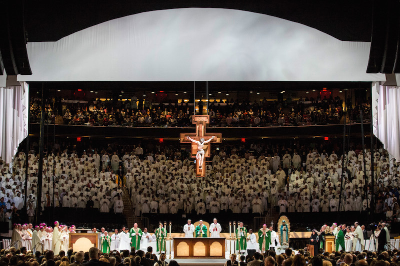 Pope francis plays madison square garden before bidding ny farewell religion news service for Places to eat near madison square garden