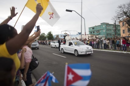 People react as Pope Francis arrives at the airport in Havana, Sept 19, 2015. Pope Francis begins a nine-day tour of Cuba and the United States on Saturday where he will see both the benefits and complexities of a fast-evolving detente between the old Cold War foes that he helped broker. Photo courtesy Alexandre Meneghini