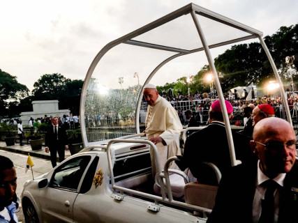 Pope Francis departs after addressing a gathering of young people at the Felix Varela in Havana. Photo by Gregory L. Tracy, courtesy of The Pilot/Archdiocese of Boston
