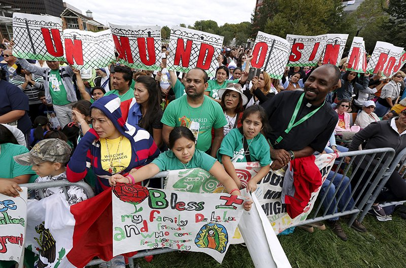 "Hispanic immigration rights protestors hold up signs reading ""Un Mundo Sin Muros"" (A World Without Walls) as they wait for Pope Francis to arrive on Independence Mall in Philadelphia, Pennsylvania on September 26, 2015. Photo courtesy of REUTERS/Jim Bourg *Editors: This photo may only be republished with RNS-POPE-IMMIGRATION, originally transmitted on Sept. 26, 2015."