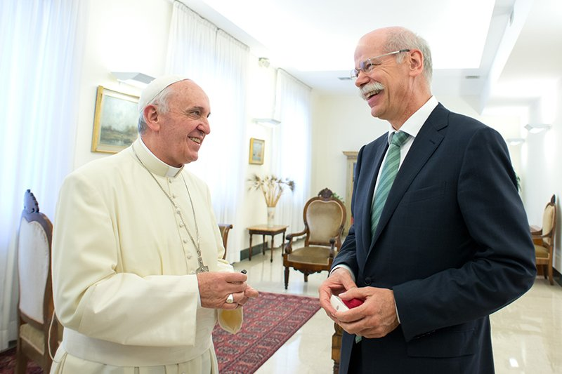 Dieter Zetsche, head of Mercedes-Benz, hands over the keys of the new popemobile to Pope Francis. Photo courtesy of Mercedes-Benz