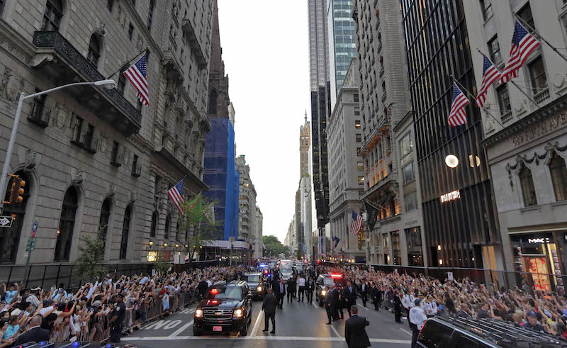 Crowds fill the sidewalks as Pope Francis rides down Fifth Avenue in New York, September 24, 2015. Pope Francis is on a five-day trip to the USA, which includes stops in Washington DC, New York and Philadelphia, after a three-day stay in Cuba. REUTERS/Richard Drew/AP/POOL - RTX1SCL2