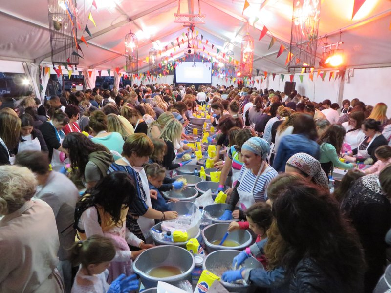 More than 1,700 Jewish women knead dough under a tent during Wednesday (Oct. 21, 2015) night's Great Big Challah Bake in Cape Town. The event kicked off this year's Shabbat Project, a global movement encouraging secular and religious Jews to experience one full Shabbat in accordance with Jewish law. Religion News Service photo by Brian Pellot