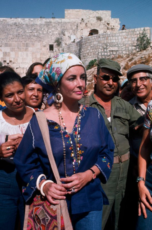 Elizabeth Taylor at Western Wall in 1975 in Jerusalem, Israel --- Image by © David Rubinger/CORBIS. Courtesy of The Jewish Museum.
