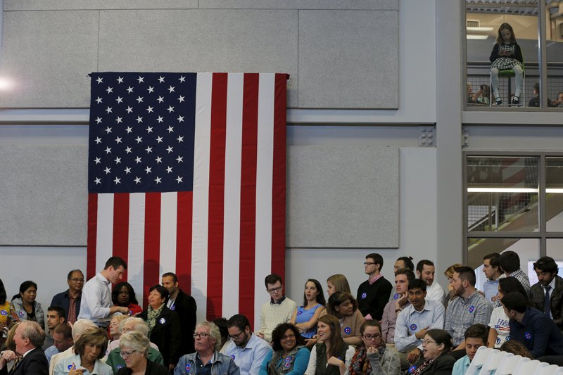 A girl (top R) sits above a campaign town hall meeting with U.S. Democratic presidential candidate Hillary Clinton in Manchester, New Hampshire on October 5, 2015. Photo courtesy of REUTERS/Brian Snyder *Editors: This photo may only be republished with RNS-NONBELIEVER-POLITICS, originally transmitted on Nov. 5, 2015.