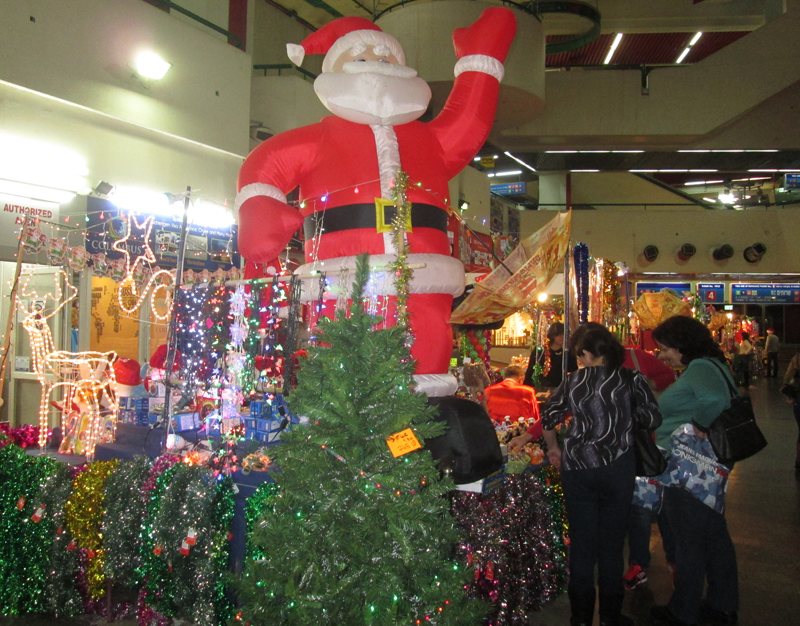 Every year the Tel Aviv Central Bus Station sets up a Christmas market that caters to Christian foreign workers and asylum seekers as well as Russian immigrants. Religion News Service photo by Michele Chabin
