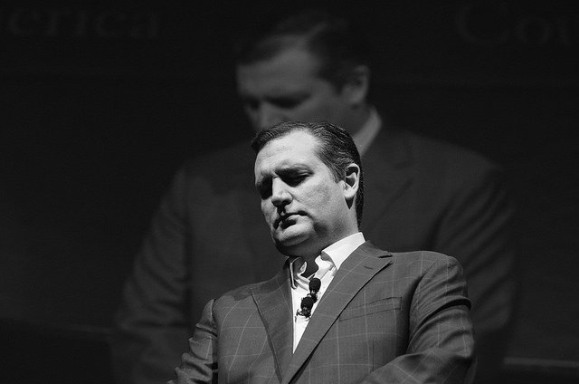 Ted Cruz leads a South Carolina group in prayer | Image by Jamelle Bouie via Flickr (http://bit.ly/1Kg1efp)