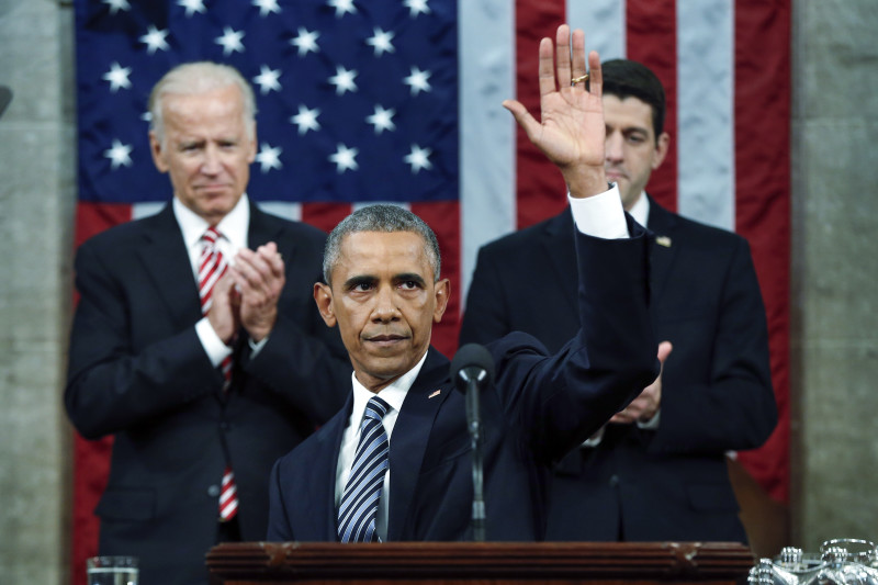 U.S. President Barack Obama waves at the conclusion of his final State of the Union address to a joint session of Congress in Washington January 12, 2016. REUTERS/Evan Vucci/Pool.