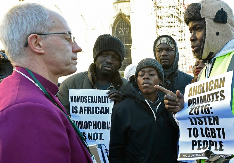 The Archbishop of Canterbury Justin Welby (L) speaks with protestors in the grounds of Canterbury Cathedral in Canterbury, southern Britain January 15, 2016. REUTERS/Toby Melville.
