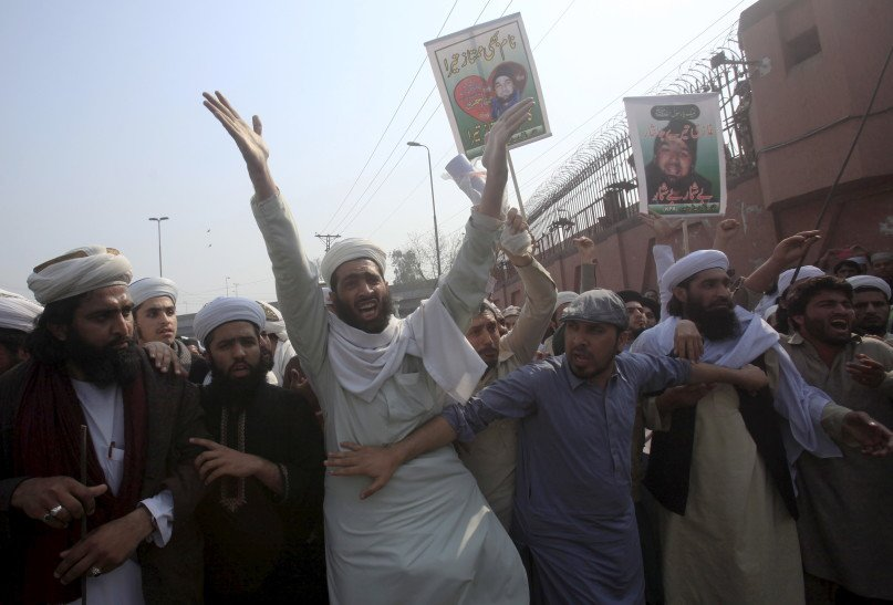 Supporters of the Jamiat Ulema-e-Pakistan religious party protest against the hanging of Mumtaz Qadri during a demonstration in Peshawar, Pakistan February 29, 2016. Pakistan on Monday executed Qadri who killed the governor of Punjab province over his call to reform the country's strict blasphemy laws that carry a death sentence for insulting Islam, police said. REUTERS /Fayaz Aziz.