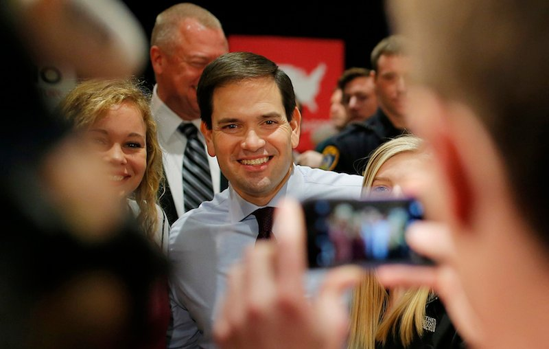 US Republican presidential candidate Marco Rubio poses with attendees at a campaign event at the University of Northern Iowa in Cedar Falls, Iowa, January 31, 2016. REUTERS/Aaron P. Bernstein - RTX24TT8