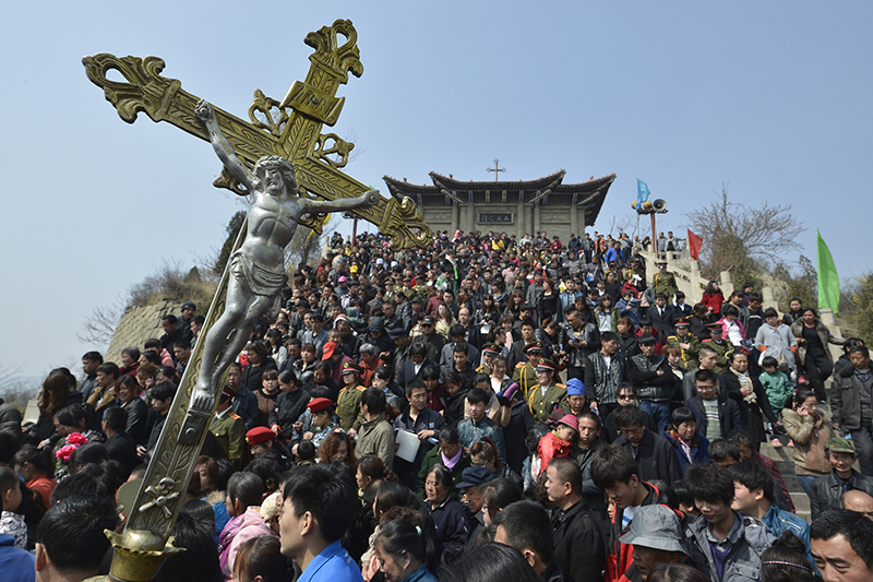 Local Catholics carry a cross on top of Qiku Mountain in Taiyuan, Shanxi province, on March 22, 2013. A mass is held on top of Qiku Mountain, a historic holy place for locals believers, to pray for newly elected Pope Francis. Photo courtesy of REUTERS/Stringer *Editors: This photo may only be republished with RNS-POPE-CHINA, originally transmitted on Feb. 3, 2016.