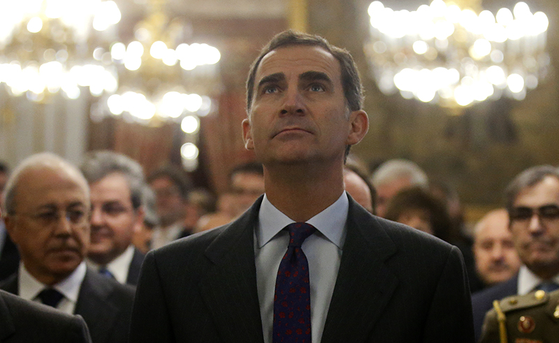 Spain's King Felipe attends a ceremony celebrating a law through which Sephardic Jews, that can prove that they are descendants of the Sephardic Jews expelled from Spain in 1492 and that maintain a special relationship with Spain, can apply for Spanish citizenship, at the Royal Palace in Madrid, Spain on November 30, 2015. Photo courtesy of REUTERS/Andrea Comas *Editors: This photo may only be republished with RNS-SPANISH-RABBI, originally transmitted on Feb. 24, 2016.