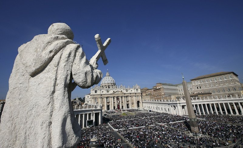 A general view is seen of Pope Francis leading the Easter mass in St. Peter's square at the Vatican March 27, 2016. Photo courtesy REUTERS/Alessandro Bianchi