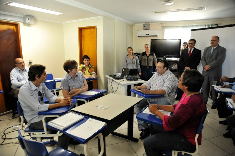 Religious leaders receive legal training for the Mediate is Divine course in the Goias Courts of Justice. Photo courtesy of Goiás Courts of Justice