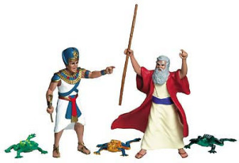 Set of Moses and Pharaoh figures. (Frogs are not included.)