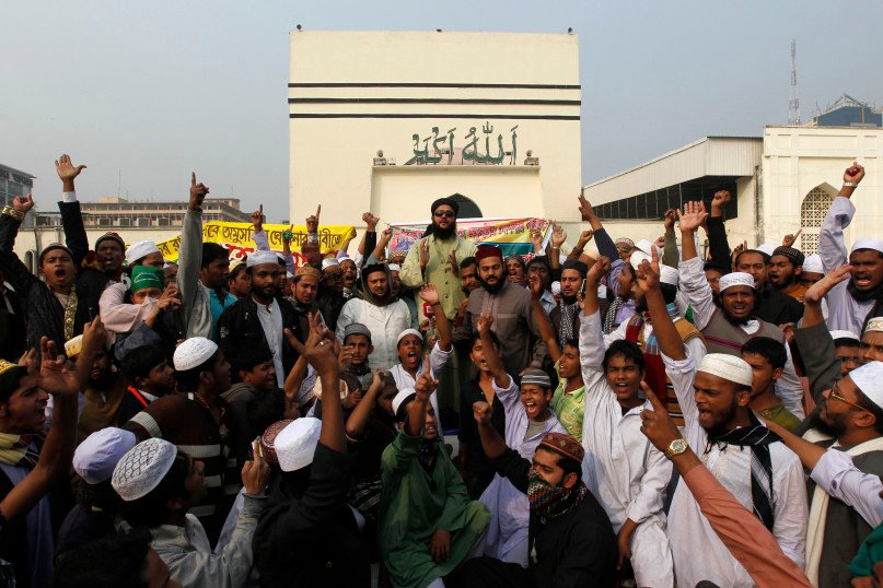 Members of Tehreek-e-Khatme Nabuwwat, a radical Islamist group, shout slogans as they demand to declare the Ahmadiyya Muslim Community non-Muslims in front of the national mosque in Dhaka, Bangladesh, on Jan. 3, 2013. REUTERS/Andrew Biraj
